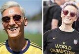 Pamatykite: lažybas pralaimėjusį ir blondinu tapusį M.Ozilą sirgaliai sulygino su JAV puolėja M.Rapinoe