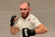 Rusas po nelegalių spyrių išmestas iš UFC, atleistas ir titulinės kovos dalyvis