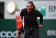 Problemų turėjusi S.Williams įveikė K.Ahn, krito olimpinė čempionė ir praėjusių metų finalininkė
