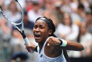 """15-metė teniso talentė toliau sėkmingai žygiuoja """"Australian Open"""" turnyre"""