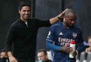 """""""Arsenal"""" vis dar nepradėjo derybų su A.Lacazette'u dėl naujo kontrakto"""