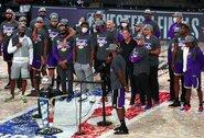 """Fantastiškas L.Jamesas atvedė """"Lakers"""" į NBA finalą"""