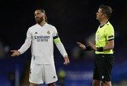 """Ronaldinho nevykusiai """"patrolino"""" S.Ramosą, o vėliau """"sušaudė"""" jį """"FIFA 21"""""""