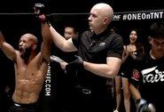 """Buvęs UFC čempionas D.Johnsonas triumfavo ONE """"Grand Prix"""" turnyre"""