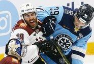 KHL lygoje koronavirusu serga 87 žaidėjai, bet sezono stabdyti nesiruošiama