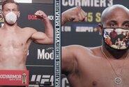 """""""UFC 252"""" svėrimai: D.Cormier šiek tiek sunkesnis už S.Miočičių, H.Burnsas viršijo svorį pusantro kilogramo"""