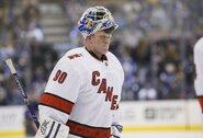 Neįtikėtina: ledo valytojas stojo ginti NHL komandos vartų ir įtvirtino pergalę, jo žmona – šoke
