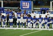 """Klūpantys žaidėjai sunervino NFL legendą: """"Jei negalite gerbti šios šalies, tuomet nešdinkitės iš čia"""""""