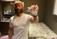 """Kai neiškrenta """"korta"""": pokerio žaidėjas statė 1mln. JAV dolerių už D.Cerrone'o pergalę prieš C.McGregorą"""
