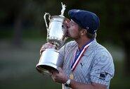 Prestižiniame golfo turnyre dominavęs B.DeChambeau susižėrė 2,25 mln. JAV dolerių