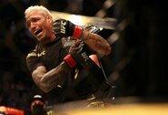 Sunkiai pirmą raundą išgyvenęs Ch.Oliveira nokautavo M.Chandlerį ir po 11metų UFC organizacijoje tapo lengvo svorio kategorijos čempionu
