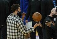 Nepatekusiam tarp geriausių NBA žaidėjų K.Thompsonui komandos draugai paruošė staigmeną