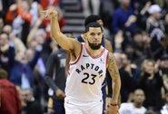 NBA čempionai titulo gynimą pradėjo pergale po pratęsimo