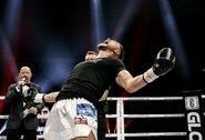 """57 pergalių serija nutraukta: S.Maslobojevas smūgiu keliu ore """"paguldė"""" B.Rajabzadehą ir pergalingai debiutavo """"Glory"""" organizacijoje!"""