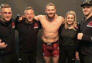 """""""UFC on ESPN+ 22"""": lenkas nuliūdino Brazilijos MMA gerbėjus įveikdamas vietinį herojų"""