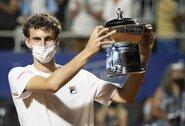 Teniso pasaulis to nematė 17 metų: ATP turnyro debiutantas pirmu bandymu iškovojo nugalėtojo titulą