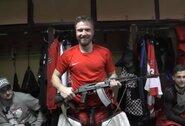 """Dovana geriausiam rungtynių žaidėjui Rusijoje – """"kalašnikovas"""""""