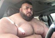 """Monstriškai atrodantis """"Irano Halkas"""" susitarė su kovų be pirštinių organizacija"""