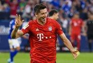 """""""Hat-tricką"""" pelnęs R.Lewandowskis atskleidė, jog planuoja pratęsti su """"Bayern"""" kontraktą"""