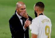 """Z.Zidane'as pakomentavo chaotišką """"Barcelonos"""" tarpsezonį"""