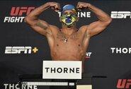 """""""UFC 251"""" turnyro pagrindinė kova atšaukta: G.Burnsas užsikrėtė koronavirusu"""