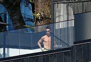 """Skaudūs kaltinimai C.Ronaldo: """"Sakė, kad važiuoja pas mamą, o pats fotografuojasi prie baseino"""""""