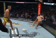 Gydytojas įvertino keistą nokautą UFC turnyre: S.Burgosas į smūgius sureagavo praėjus 5 sekundėms