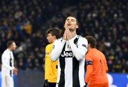"""Čempionų lyga: """"Juventus"""" ir """"Manchester United"""" grupių etapą užbaigė pralaimėjimais"""