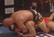 UFC veteranas T.Ortizas jau pirmame raunde privertė pasiduoti buvusį WWE amerikietiškų imtynių čempioną