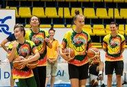 Jaunosios krepšininkės aktyviai leido laiką su moterų rinktine