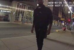 Pamatykite: pareigūno kamera užfiksavo, kaip buvo suimtas UFC čempionas J.Jonesas ir ką jis kalbėjo su policija