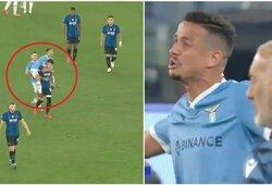 """Po """"Inter"""" ir """"Lazio"""" rungtynių ant buvusio komandos draugo nugaros užšokęs L.Felipe gavo raudoną kortelę"""
