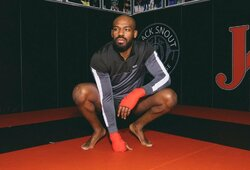 J.Jonesas teigia, kad atlaisvins UFC pussunkio svorio kategorijos čempiono titulą
