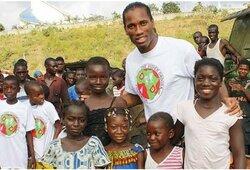 """Planai testuoti vakciną su afrikiečiais įsiutino futbolo žvaigždes: """"Afrikiečiai – ne jūrų kiaulytės"""""""