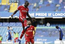 """""""Liverpool"""" užtikrintai susitvarkė su dešimtyje rungtyniauti likusiais """"Chelsea"""" futbolininkais"""
