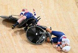 Pasaulio rekordą pagerinusios britės trenkėsi viena į kitą ir finale neprilygo vokietėms