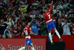 """1 smūgį į vartų plotą atlikusi """"Barcelona"""" krito prieš """"Granada"""" futbolininkus"""