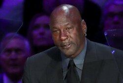 """Per K.Bryanto pagerbimą verkęs M.Jordanas juokavo, kad greičiausiai bus dar vienas ašarojantis jo """"memas"""""""