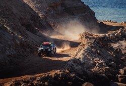 """Dakaro ralis: B.Vanagas pasiekė geriausią šių metų rezultatą, bet išgyveno """"vieną prastesnių įvykių gyvenime"""", A.Gelažninkui 3 kartus prieš akis prabėgo gyvenimas"""