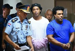 Pamatykite: Ronaldinho išleistas iš kalėjimo – sumokėtas įspūdingas užstatas