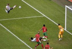 """Žmogus, su kuriuo C.Ronaldo atsisakė pasikeisti marškinėliais: """"kung-fu"""" spyrį atlikęs R.Gosensas tapo geriausiu mačo žaidėju"""