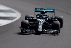 """V.Bottas atėmė """"pole"""" poziciją iš L.Hamiltono, S.Vettelis patyrė fiasko, N.Hulkenbergas stebino greičiu"""