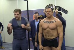Paaiškėjo A.Jemeljanenkos ir M.Kokliajevo honorarai, galiūnas – 20 kg sunkesnis už kovotoją