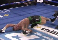 """Įspūdingiausia metų bokso kova: po 4 nokdaunų pakilęs J.Zepeda """"išjungė"""" baltarusį"""