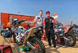 Praėjusių metų Dakaro nugalėtojas R.Brabecas užsuko pas A.Gelažninką ir vadino jį išprotėjusiu