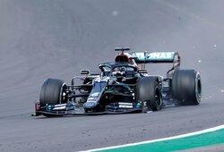 Neįtikėtina drama Silverstone: L.Hamiltonas laimėjo su sprogusia padanga!