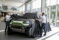 Pamatykite: V.Žala ir S.Jurgelėnas pristatė įspūdingos vertės naująjį automobilį Dakaro raliui