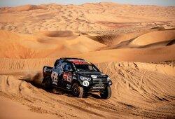 """""""Toyota"""" savo visureigių greitį Dakare padidino neįprastu būdu"""