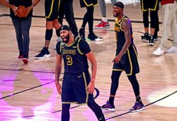 """A.Davisas tritaškiu su sirena išplėšė """"Lakers"""" pergalę"""