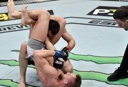 """UFC turnyras Maskvoje: C.Nurmagomedovo pusbrolis pasidavė, C.McGregoras jį pavadino """"Nurmagotaptap'u"""""""